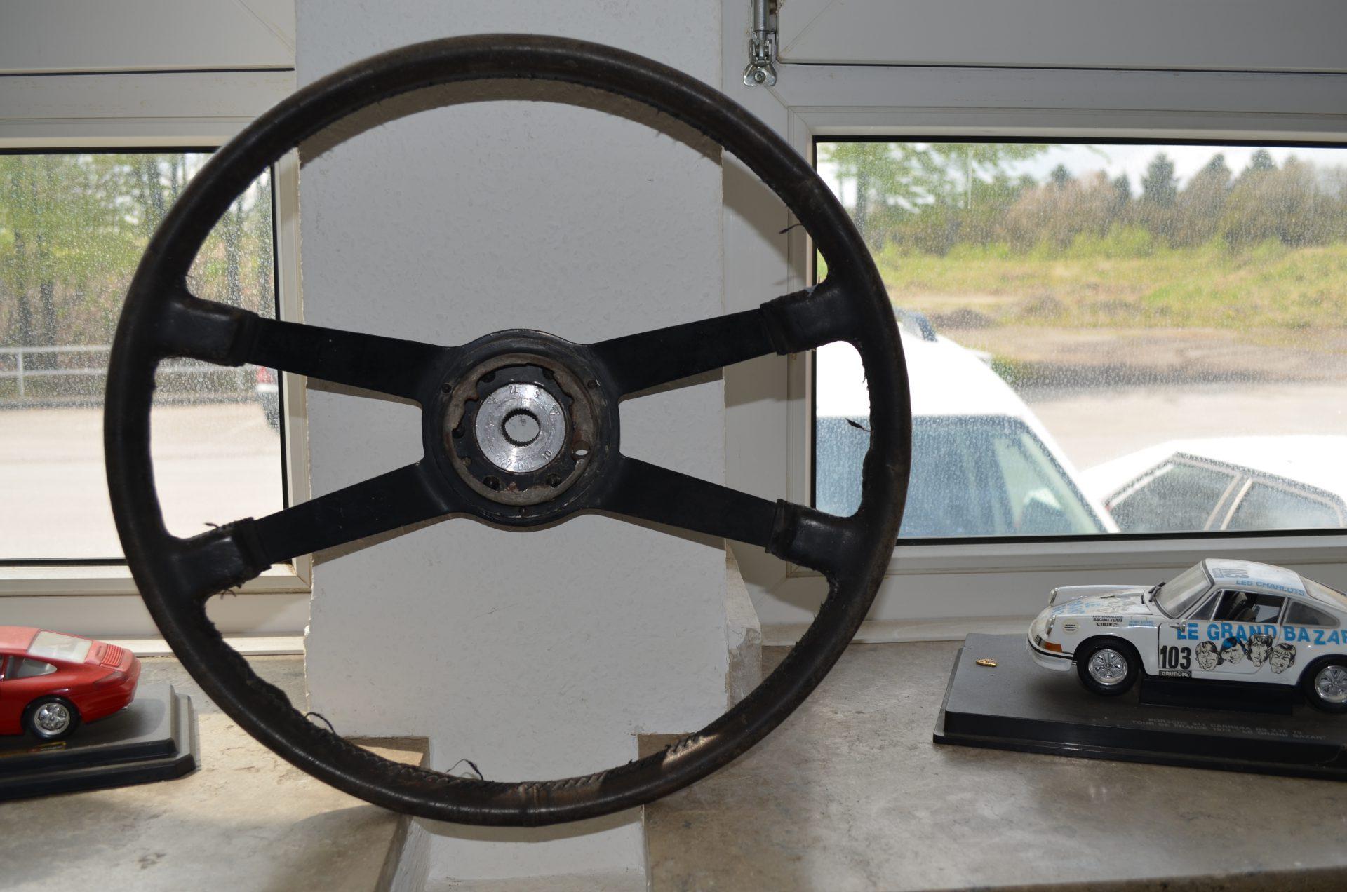 Lenkrad 40cm Durchmesser (authentischer Lederbezug) Image